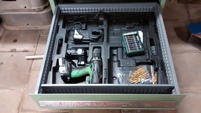 Cordless drill, battery, charger and accessories