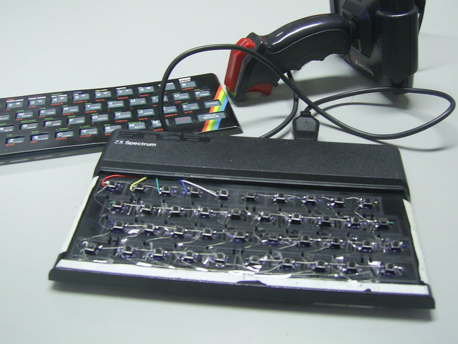 Spectrum keyboard with real keys and joystick interface